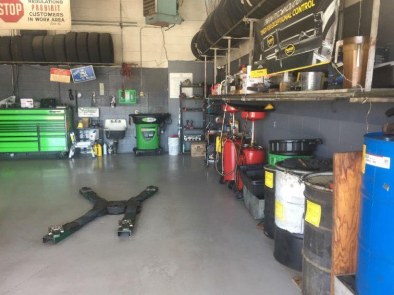 car lift machine - repair bay
